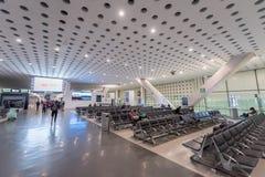 墨西哥- 2017年10月27日:墨西哥城贝尼托・胡亚雷斯国际机场 贝尼托华雷斯机场 离开地区 免版税库存图片