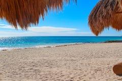 墨西哥 旅馆` Iberostar盛大Paraiso `的海滩 免版税图库摄影