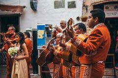 墨西哥- 9月23 :墨西哥流浪乐队结合执行在街道上, S 图库摄影