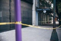 墨西哥- 9月19 :大被打碎的商店窗口由于地震, 2017年9月19日 库存图片