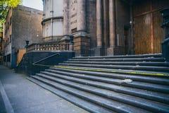 墨西哥- 9月19 :教会跨步与下落的残骸由于地震 免版税库存照片