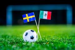 墨西哥-瑞典,小组F,星期三,27 世界杯6月,橄榄球,俄罗斯2018年,在绿草,白色橄榄球bal的国旗 免版税图库摄影