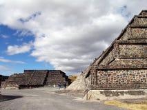 墨西哥 teotihuacan的金字塔 停止的谷 库存照片