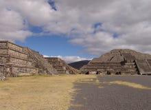 墨西哥 teotihuacan的金字塔 停止的谷 免版税图库摄影