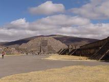 墨西哥 teotihuacan的金字塔 对死的谷的Veiw 免版税库存照片