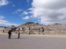 墨西哥 teotihuacan的金字塔 对死的谷的Veiw 免版税库存图片