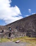 墨西哥 teotihuacan的金字塔 游人 库存照片