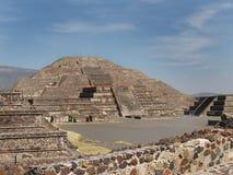 墨西哥teotihuacan月亮的金字塔 免版税库存照片