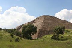 墨西哥teotihuacan金字塔的星期日 免版税图库摄影