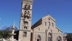 墨西拿、意大利- 2018年11月06日-墨西拿有猎户星座天文学时钟和喷泉的中央寺院大教堂在4k的 影视素材