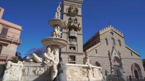 墨西拿、意大利- 2018年11月06日-墨西拿有猎户星座天文学时钟和喷泉的中央寺院大教堂在4k的 股票视频