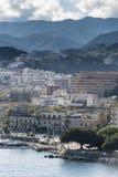 墨西拿西西里岛郊区和山  图库摄影