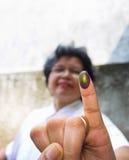 墨水明显的手指 免版税图库摄影
