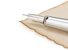 墨水笔和羊皮纸 免版税库存图片