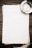 墨水羽毛和指南针在羊皮纸 免版税库存照片