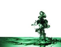 墨水绿色喷泉在水下的 免版税库存照片