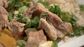 墩牛肉用被炖的圆白菜 股票视频