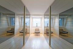壁橱屋子的时髦的内部 免版税库存照片