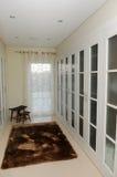 壁橱-白色化装室-豪华家 库存图片