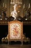 壁炉在凡尔赛宫的女王玛丽・安托瓦内特卧室 免版税库存图片