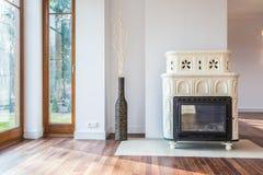 壁炉在家庭娱乐室 库存图片