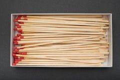 壁炉在黑背景的一个箱子配比 免版税库存照片