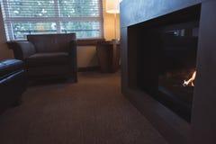 壁炉居住的现代空间 免版税库存图片