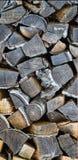 壁炉的桦树日志 给有干燥木头的房子加热生态方式  免版税库存图片