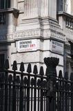 壁角舍去的标识牌街道whitehall 库存图片