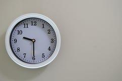 壁钟时间是9:30 免版税库存图片