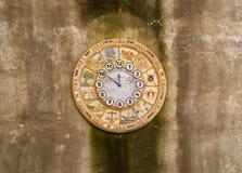 壁钟,以色列,西部墙壁的十二个部落的名字在耶路撒冷 库存图片