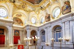 壁画和造型在拱顶式顶棚在内部 库存照片