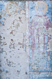 壁画在被破坏的中世纪教会里 库存图片