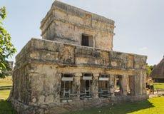 壁画的寺庙在考古学站点Tulum,墨西哥 免版税库存图片