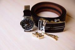 绅士辅助部件 鞋子,传送带,手表 免版税图库摄影