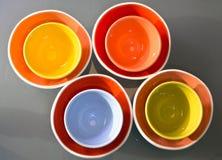 壮观的五颜六色的碗被插入入互相 免版税库存照片