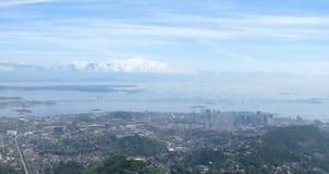 壮观的全景和里约热内卢,巴西空中城市视图  免版税库存照片