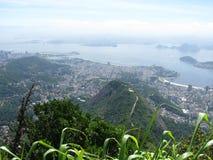 壮观的全景和里约热内卢,巴西空中城市视图  免版税库存图片