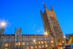 壮观的历史建筑在伦敦:威斯敏斯特宫 免版税库存照片