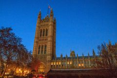 壮观的历史建筑在伦敦:威斯敏斯特宫 免版税图库摄影