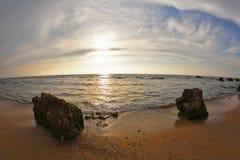 壮观的地中海春天日落 免版税库存照片