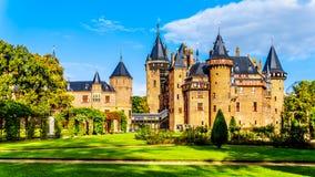 壮观的城堡美丽的被修剪的庭院包围的德哈尔 库存图片