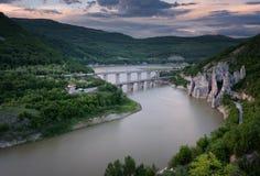 壮观的春天日落 岩石现象美妙的岩石保加利亚的全景 库存照片