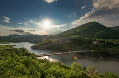壮观的春天日落 岩石现象美妙的岩石保加利亚的全景 免版税库存照片