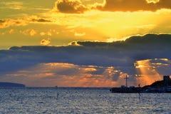 壮观的海日出 免版税库存照片