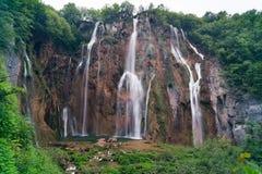 壮观的瀑布在Plitvice国家公园 免版税库存照片