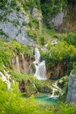 壮观的瀑布在Plitvice国家公园 免版税库存图片