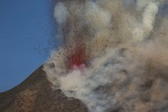 壮观的火山Etna爆发,西西里岛,意大利 免版税库存图片