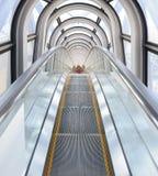 壮观的自动扶梯的看法在梅田天空大厦的 免版税库存照片