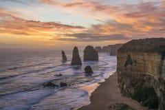 壮观的观点的日落的十二位传道者 极大的海洋路,维多利亚,澳洲 库存照片